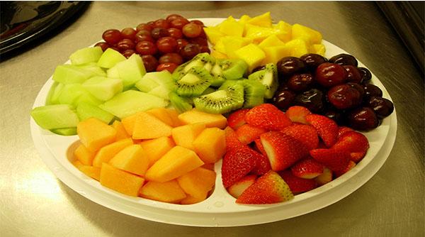 Cắt gọt hoa quả làm kẹo dẻo