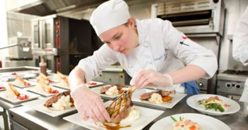 Xét tuyển trung cấp nấu ăn lớp ngoài giờ hành chính