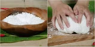 Cách làm bánh bột lọc - nhào bột