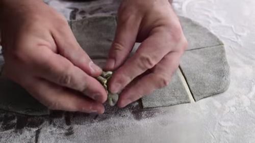 Cách làm bánh mochi kem - gói tròn nhân kem