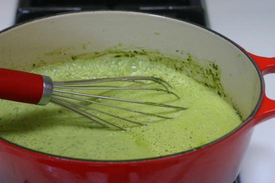 hướng dẫn cách làm kem trà xanh - nấu hỗn hợp làm kem